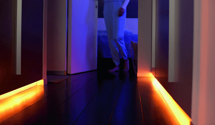 Philips Hue LightStrip+ Basis-Set (2m LED Lichtband) + 1m Erweiterung