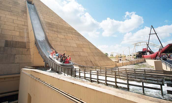 Belantis Wasserbahn aus der Pyramide