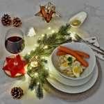 Weihnachtsessen Kartoffelsalat mit Würstchen