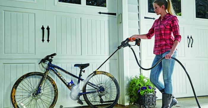 WORX Akku-Hochdruckreiniger-Set Fahrrad putzen