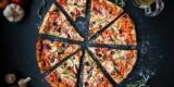 Zweite Pizza gratis bei Domino's bei Abholung oder 3 für 2 Pizzen bei Lieferung [ab 25.01.2021]
